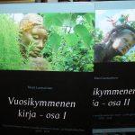 Matti Luostarinen. Vuosikymmenen kirja – osa I ja osa II. Kuvitettu. Vuosituhannen toisen vuosikymmenen blogi- ja esseekirja 2010-2019.