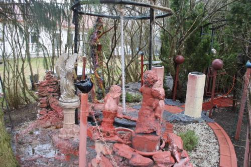Matti Luostarinen. Cluster art garden 2021.